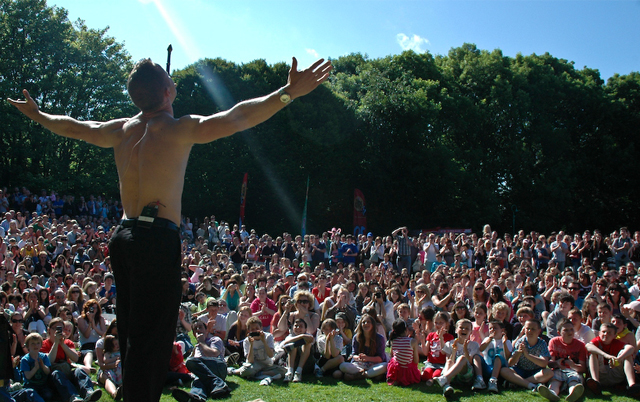 Irish Magician Jack Wise at festivals world wide